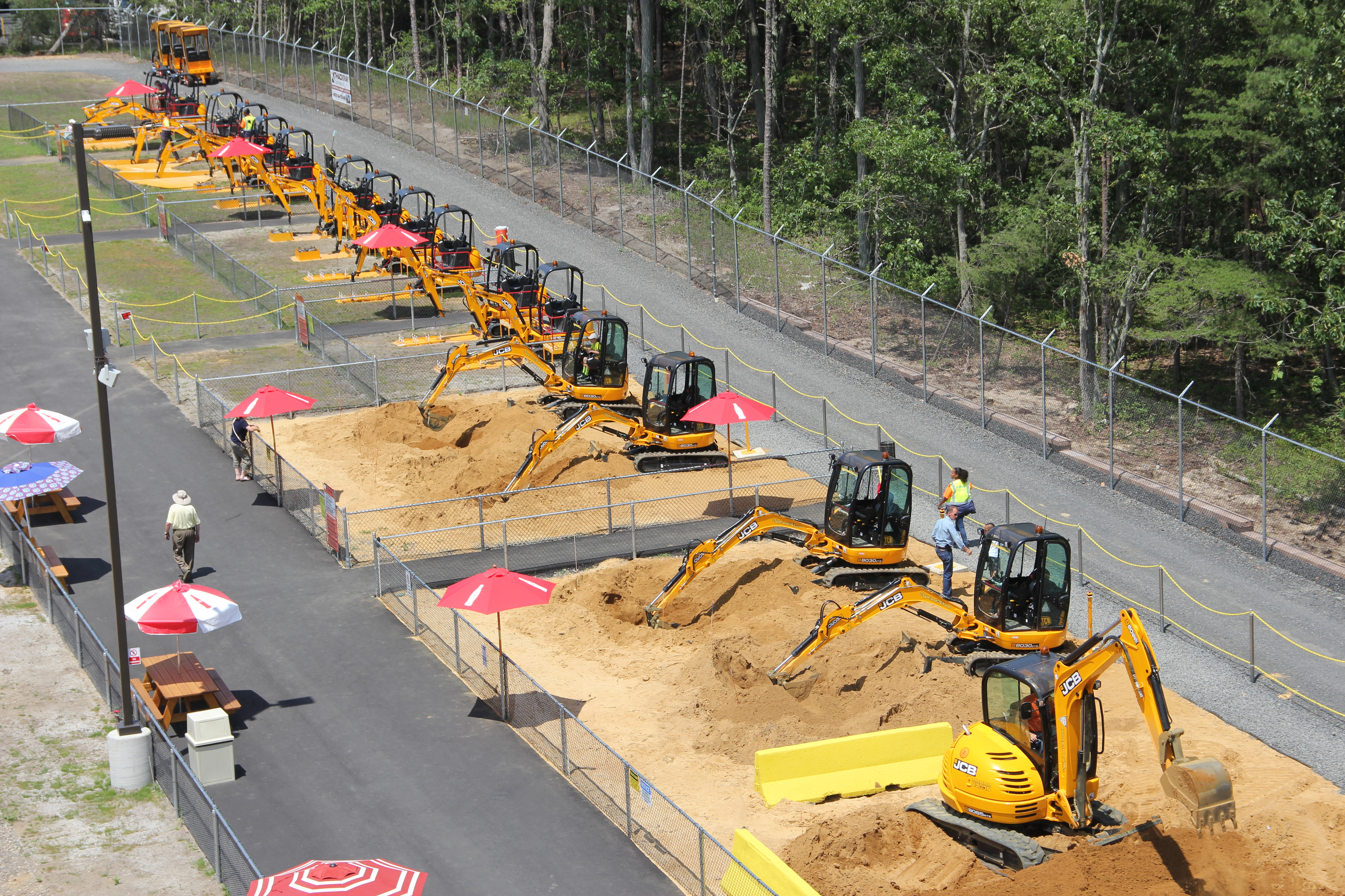 diggerland usa the roarbotsthe roarbots